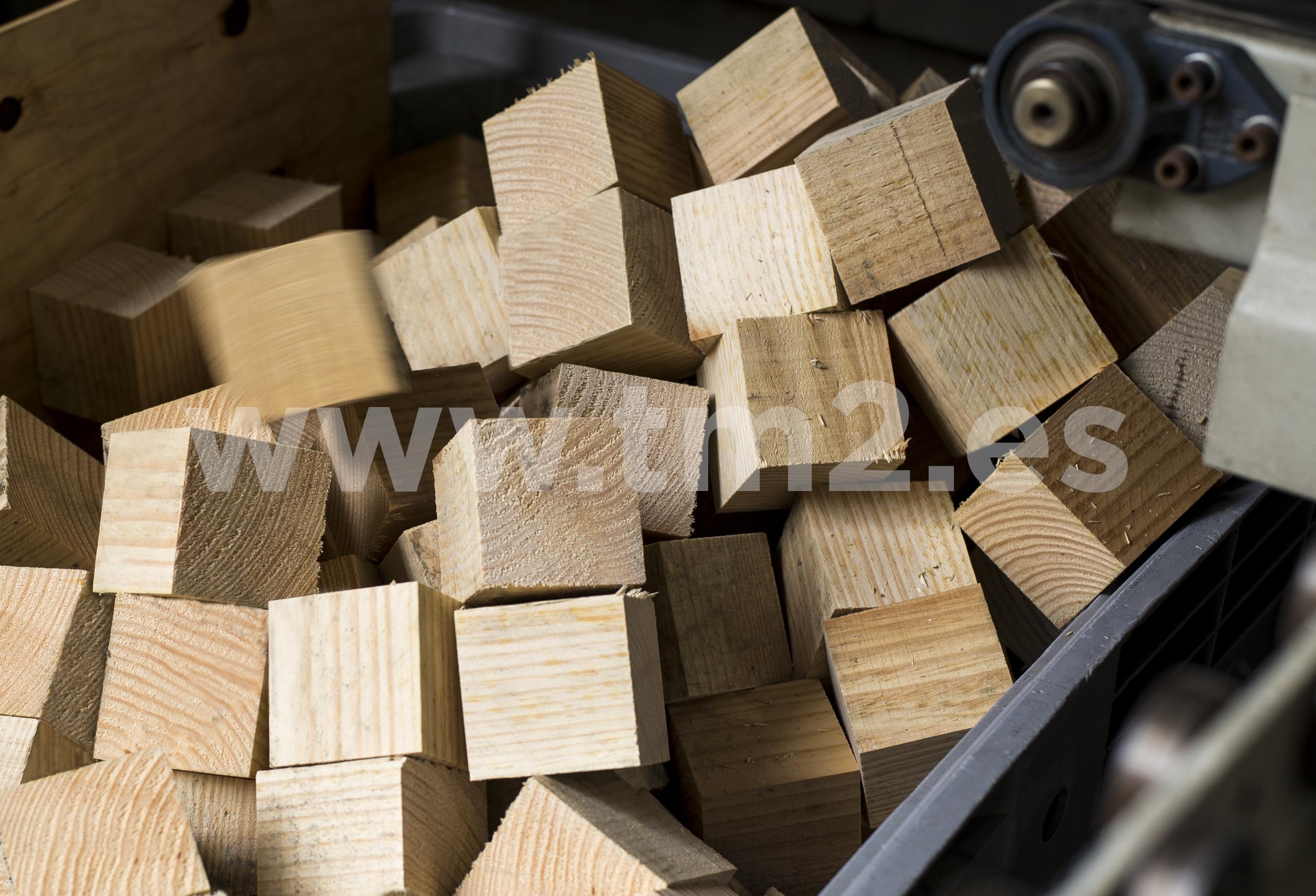 las cajas de madera son utilizadas para envos martimos terrestres o areos de manera que se garantice la proteccin de la mercanca hasta su llegada a